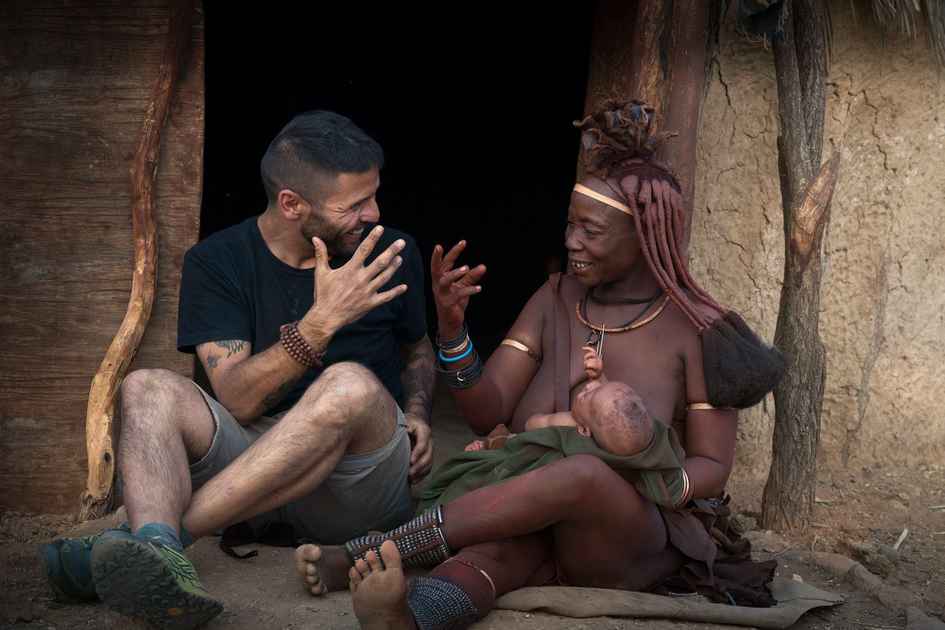 GLI HIMBA - LA TRIBù ROSSA DELLA NAMIBIA