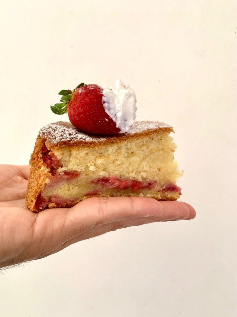 Torta fragole e panna montata