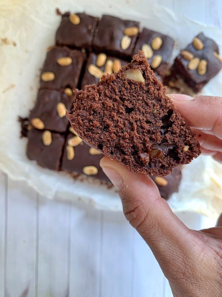 Brownies con arachidi tostati senza glutine e senza lattosio
