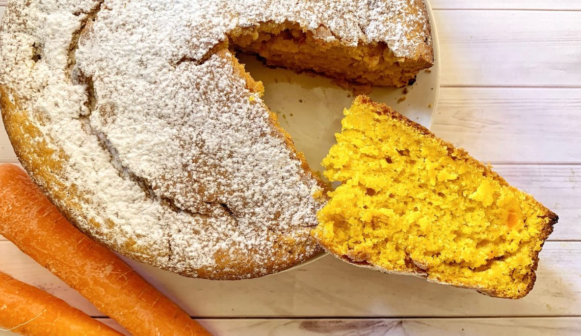 Torta vegana alle carote e curcuma soffice e senza glutine