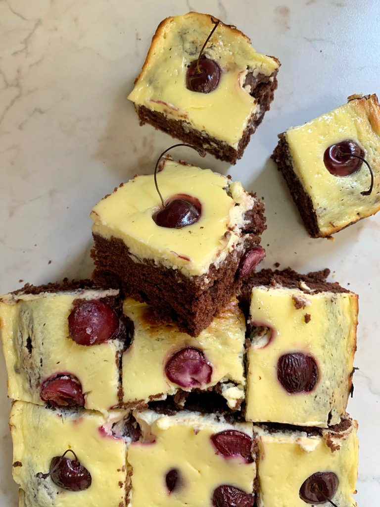 Cheesecake brownies alle ciliegie