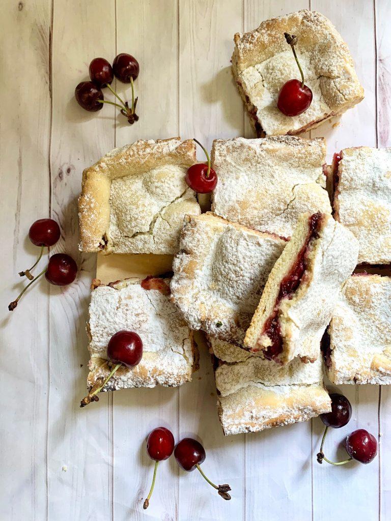 Torta scendiletto alle ciliegie senza glutine