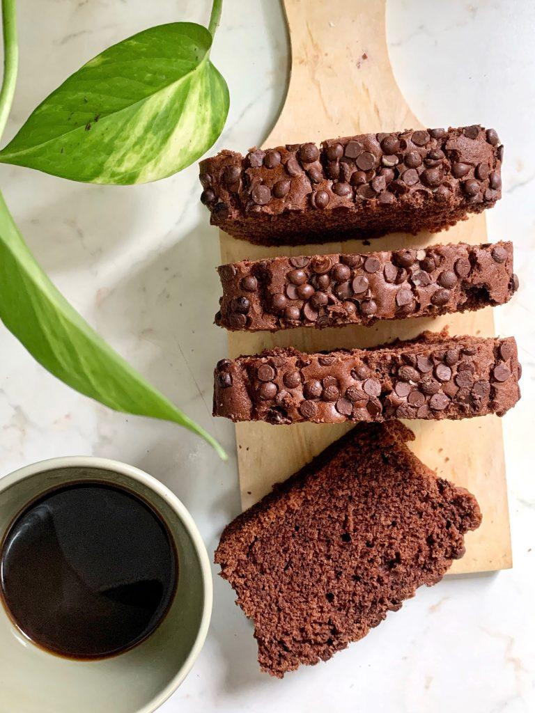 Plumcake al cacao con gocce di cioccolato